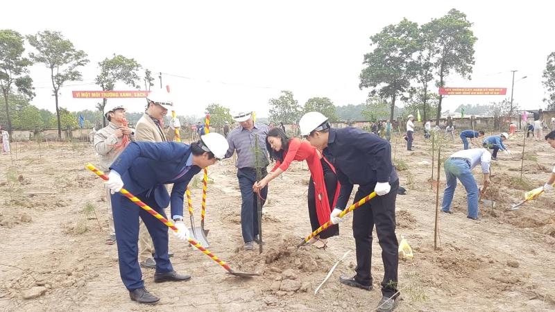 Công ty CP Xi măng Hạ Long: Ra quân sản xuất và trồng cây đầu xuân