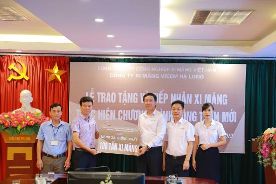 Công ty cổ phần xi măng Vicem Hạ Long hỗ trợ, ủng hộ xã Thống Nhất 100 tấn xi măng thực hiện chương trình xây dựng nông thôn mới